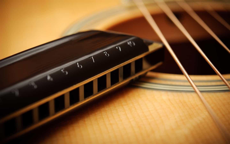 Gambar Harmonika dan Gitar