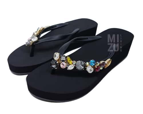 Sandal Pantai Terbaik untuk Wanita MIZU Living Crystal Wedges