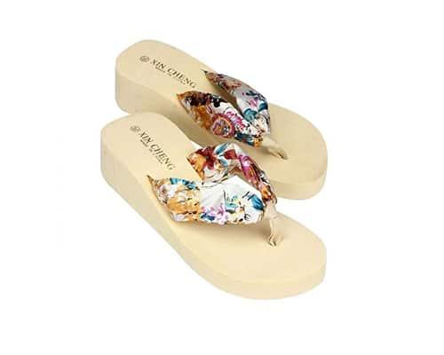 Sandal Pantai Terbaik untuk Wanita Xin Cheng Bohemia Floral Beach Sandals