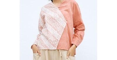 Baju Batik Wanita Terbaik Cottonink Coral Batik Melati Two-Tone Blouse