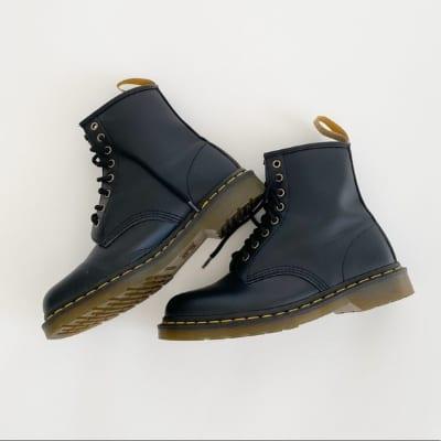 Model Sepatu Boots Wanita Terbaik Dr. Martens vegan felix lace up boots