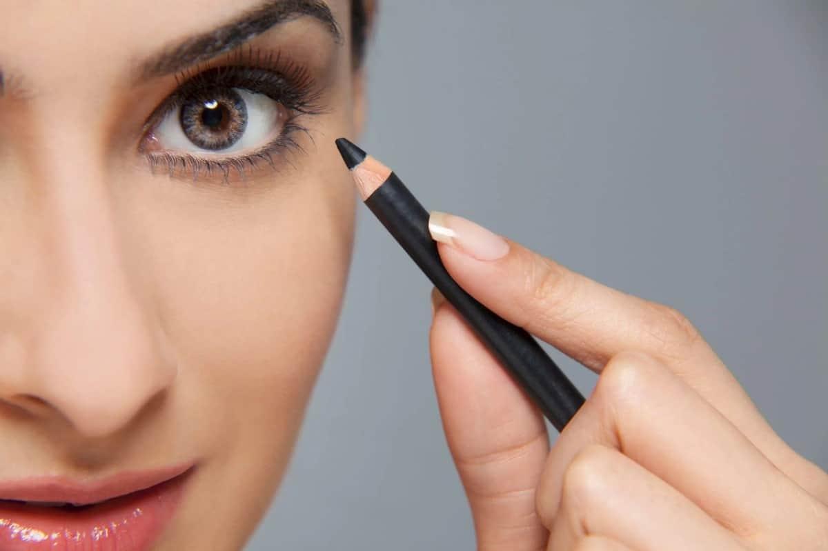 Merk Eyeliner Pensil Terbaik